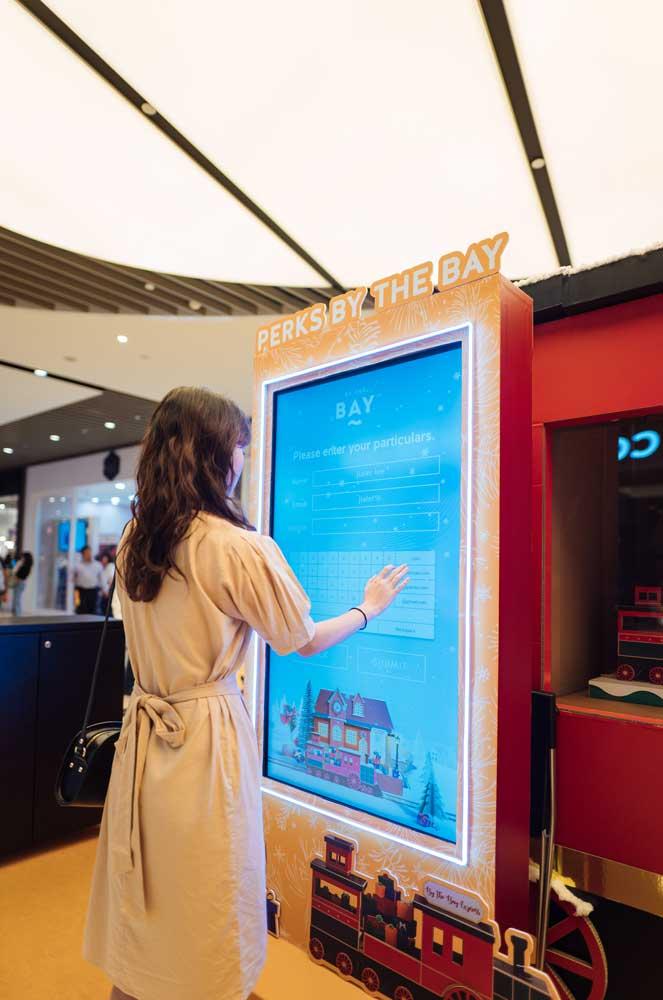 RQAM-Tap-&-Win-Kiosk0006